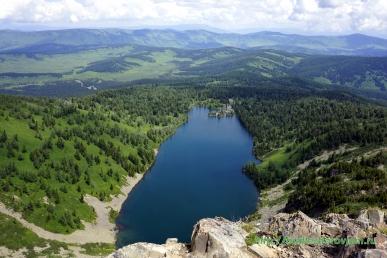 Озеро на горе Красная